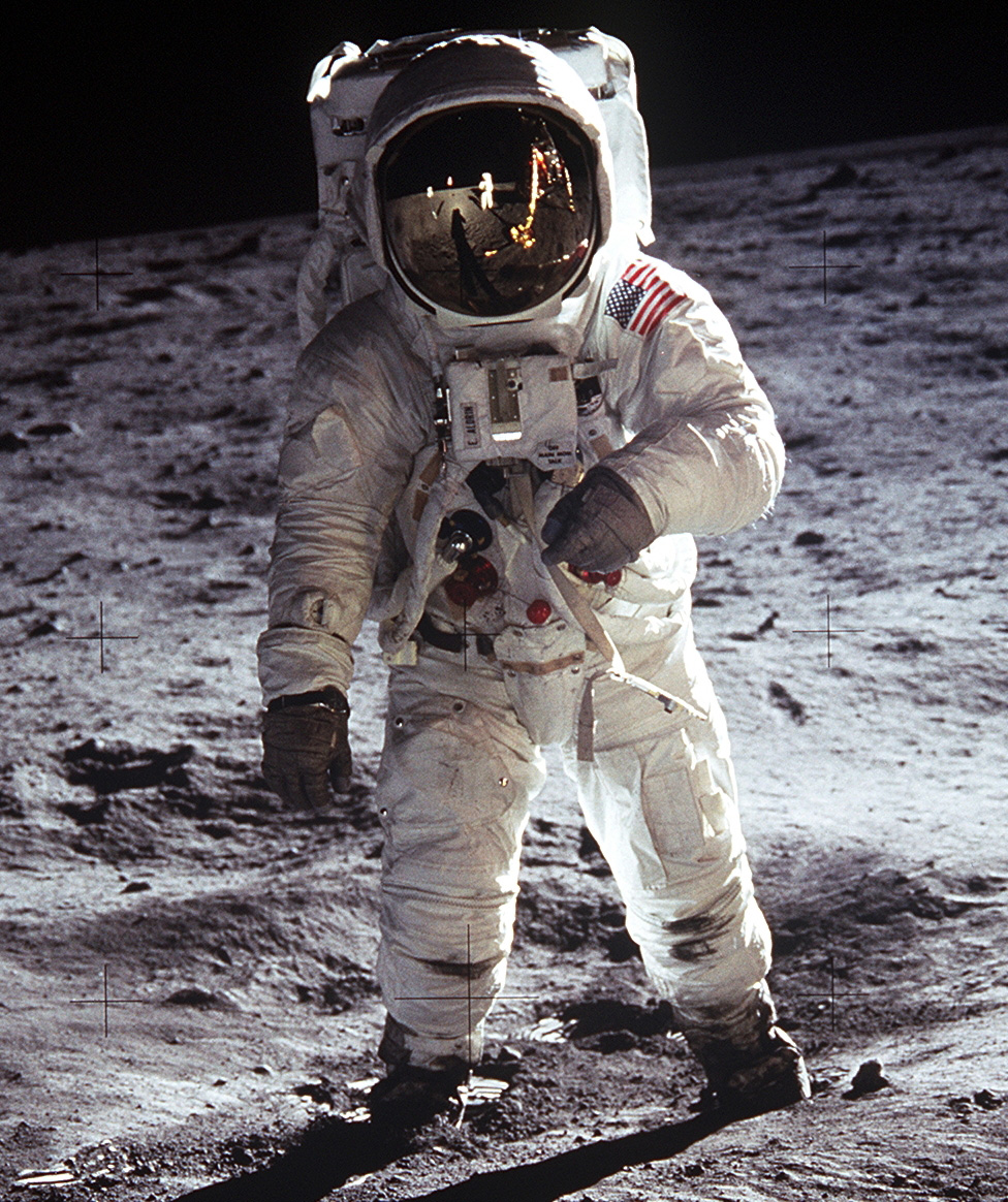 First moon walk commemorated | Xfm 95.1 NewsCenter